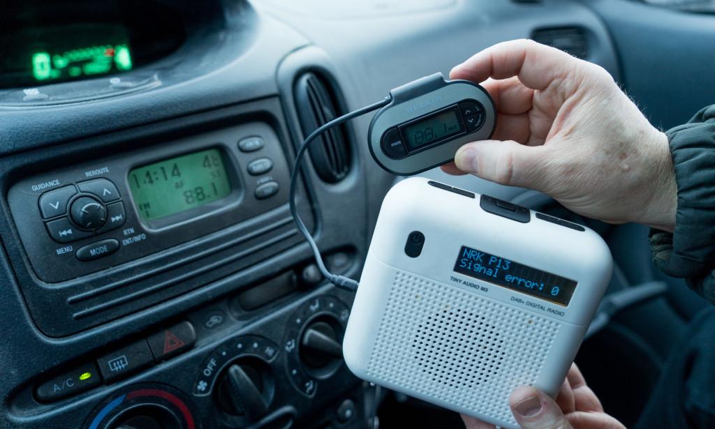 Lihtne lahendus: Osta FM-saatja ja DAB+raadio. Ja nii saadki ka vanas autos raadiot edasi kuulata. FOTO: Per Ervland